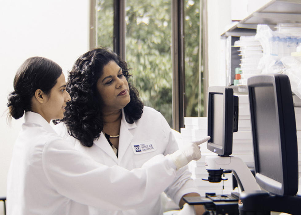 Ashani Weeraratna in lab